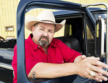 Storage Wars : Texas - Mary bosse en solo